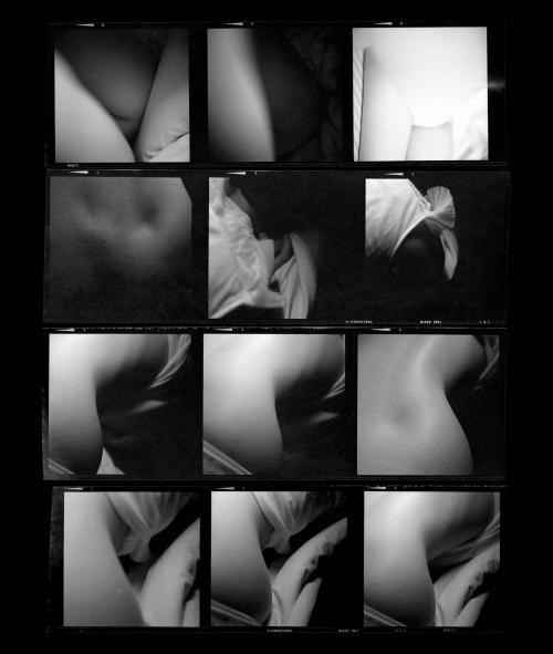 Fotografia de Ernesto de Sousa,1972-1975/ Prova de contacto6x6cm. Rolo Ilford FP4 Panchromatic Fine Grain. Copyright CEMES. mpressãoa Jacto de Tinta 8 cores HPem papel HP Premium Instant-dry, 29x24,5cm, 2014